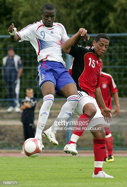 France's Abdoul Razak Boukari vies with Germany's Dennis Aogo during their under 21 international festival football match 04 june 2007 at the Aubagne...