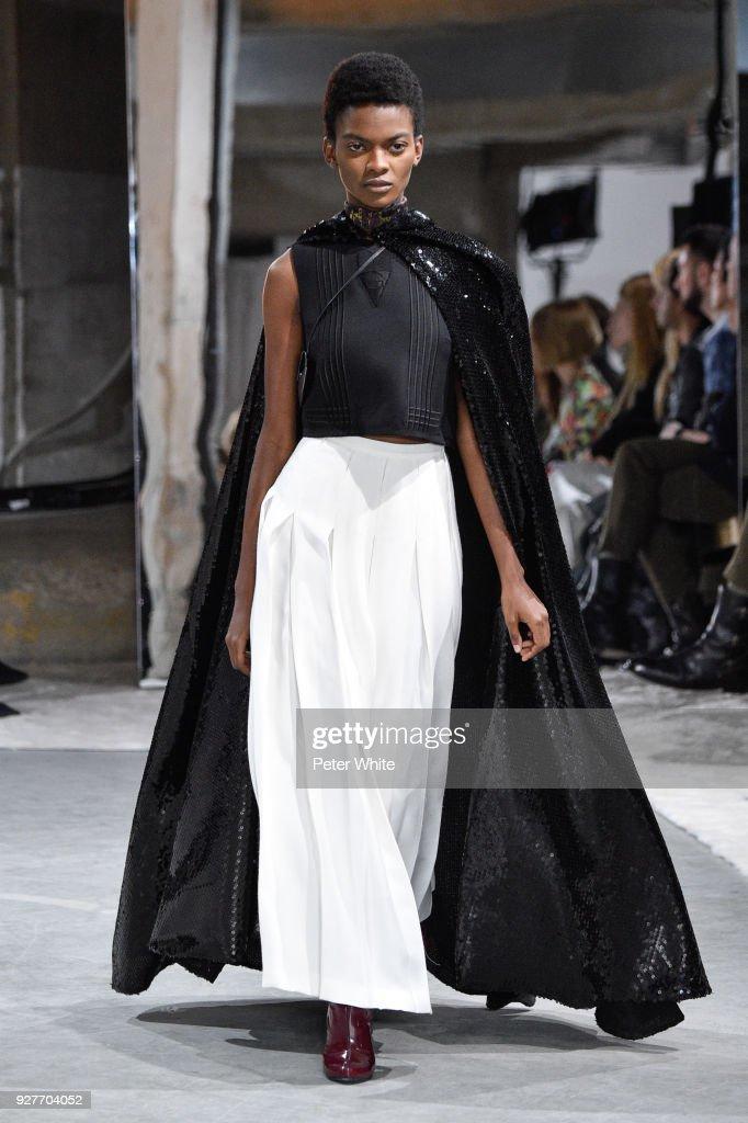 Aube Jolicoeur walks the runway during the Giambattista Valli show as part of the Paris Fashion Week Womenswear Fall/Winter 2018/2019 on March 5, 2018 in Paris, France.