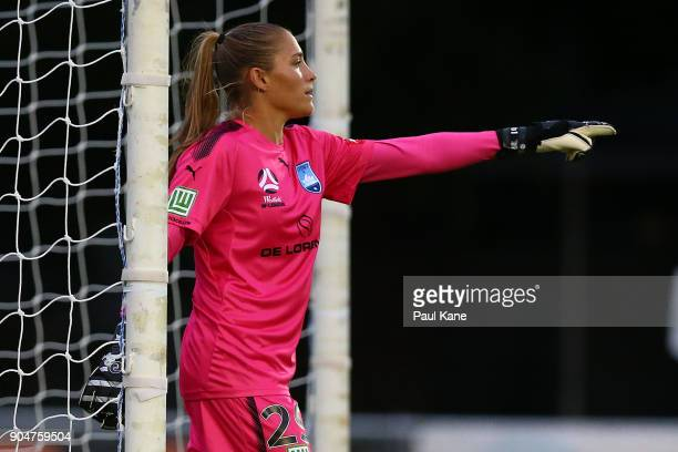 Aubrey Bledsoe of Sydney sets her defense during the round 11 WLeague match between the Perth Glory and Sydney FC at Dorrien Gardens on January 14...
