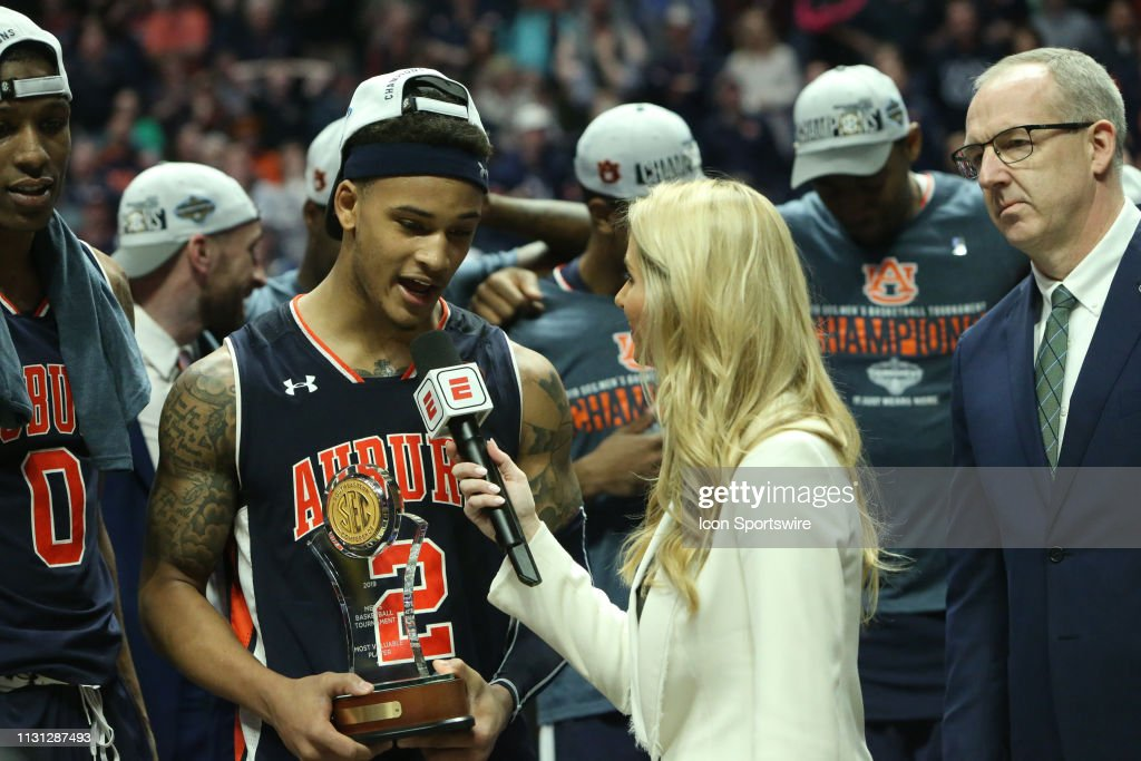 Auburn Tigers Guard Bryce Brown Being Interviewed By Espn
