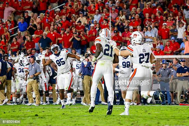 Auburn Tigers tight end Jalen Harris reacts from the sideline as Auburn Tigers running back Kerryon Johnson scores a touchdown during the football...