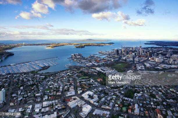 auckland city, cbd and waterfront from above - auckland foto e immagini stock