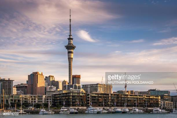 auckland city with auckland skyline at sunset and dusk twilight time , auckland port - auckland - fotografias e filmes do acervo