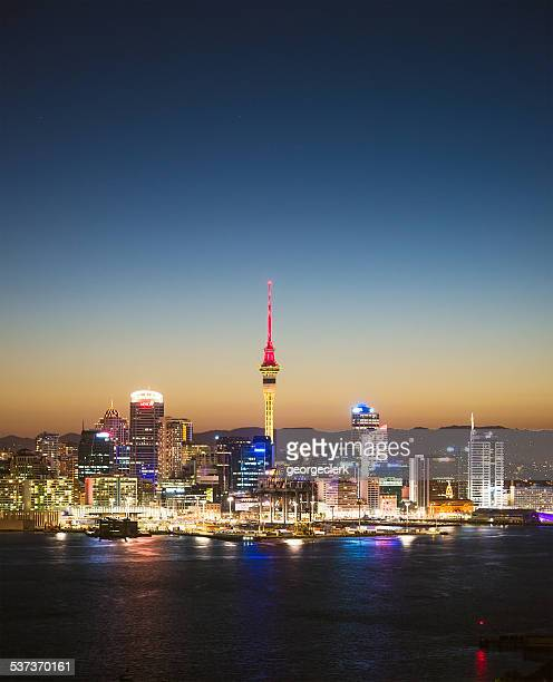 auckland skyline at twilight - auckland stock pictures, royalty-free photos & images
