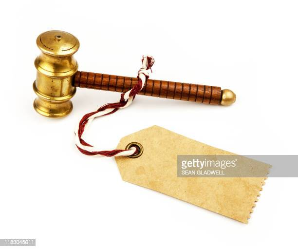 auction hammer with blank price tag - bid stock pictures, royalty-free photos & images