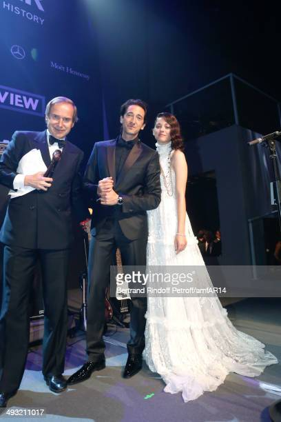 Auctioneer Simon de Pury Adrian Brody and Marion Cotillard attend amfAR's 21st Cinema Against AIDS Gala Presented By WORLDVIEW BOLD FILMS And BVLGARI...
