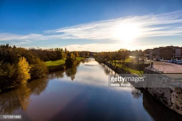 aude river seen from the new bridge, carcassonne city, languedoc-roussillon, aude, occitanie, france - canal du midi photos et images de collection