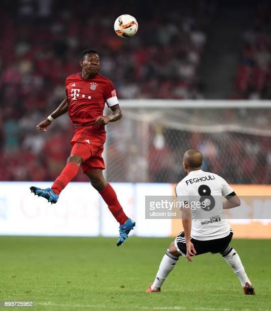 FUSSBALL 1 BUNDESLIGA SAISON 2015/2016 Audi Football Summit Beijing FC Bayern Muenchen 41 FC Valencia David Alaba gegen Sofiane Feghouli