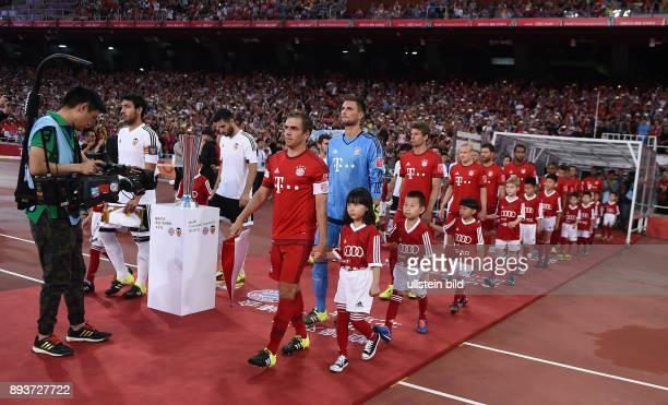 FUSSBALL 1 BUNDESLIGA SAISON 2015/2016 Audi Football Summit Beijing FC Bayern Muenchen 41 FC Valencia Einlauf der Teams in das Stadion The Birds Nest...