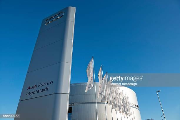 アウディ博物館フォーラムインゴルシュタット - インゴルシュタット ストックフォトと画像
