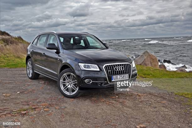 audi q5 on the coast - audi stock pictures, royalty-free photos & images