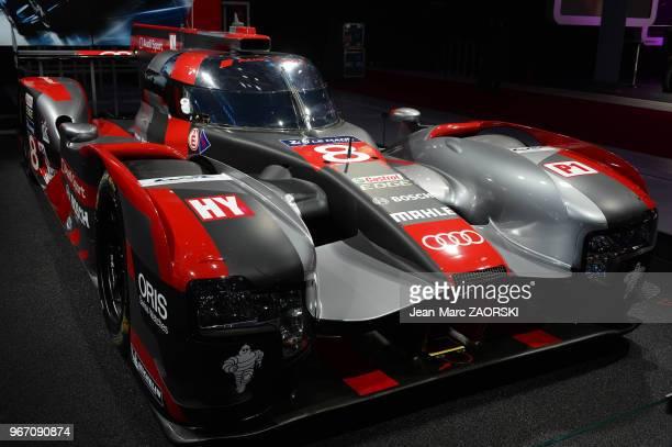 L'Audi R18 participant au championnat du monde d'endurance FIA dans la catégorie LMP1 et présentée sur le stand Audi lors du Mondial de l'Automobile...
