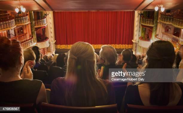 拍手劇場の観客