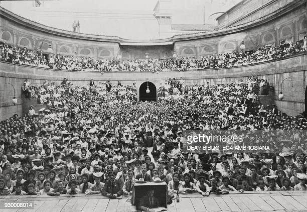 Audience in the Arena del Sole for the hundredth performance of the Daughter of Iorio, by Gabriele d'Annunzio, Bologna, Italy, photograph by Giovanni...