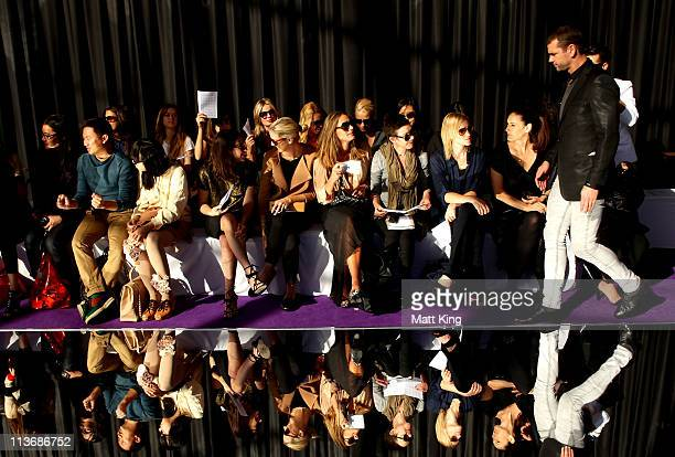 Audience members arrives at the Dion Lee catwalk during Rosemount Australian Fashion Week Spring/Summer 2011/12 at The Sydney Opera House on May 5...
