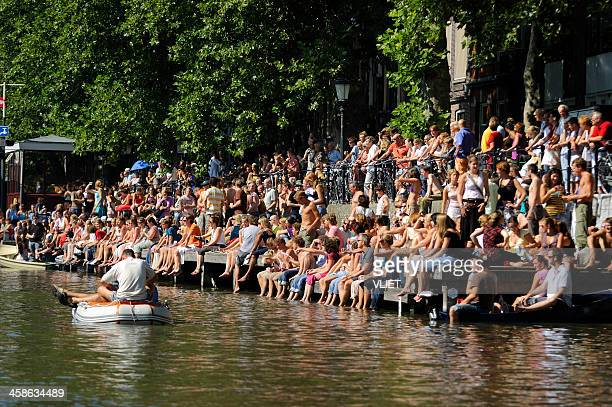 audience of a music event on the water - utrecht stockfoto's en -beelden