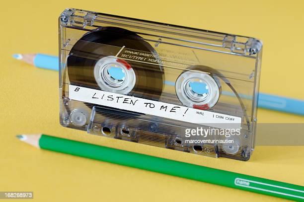 Audiocassette と鉛筆に使用される 2 つの通常の風力やリワインド