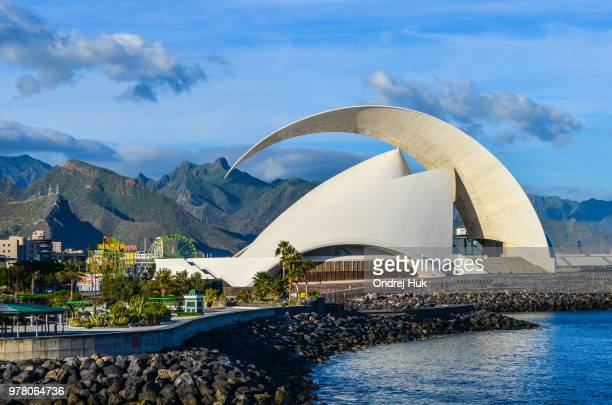auditorium in santa cruz, santa cruz de tenerife, canary islands, spain - isla de tenerife fotografías e imágenes de stock