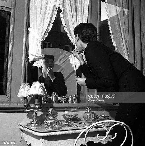 Audrey Hepburn At Home In London Londres septembre 1951 rencontre avec l'actrice britannique Audrey HEPBURN 22 ans dans son appartement de Mayfair...