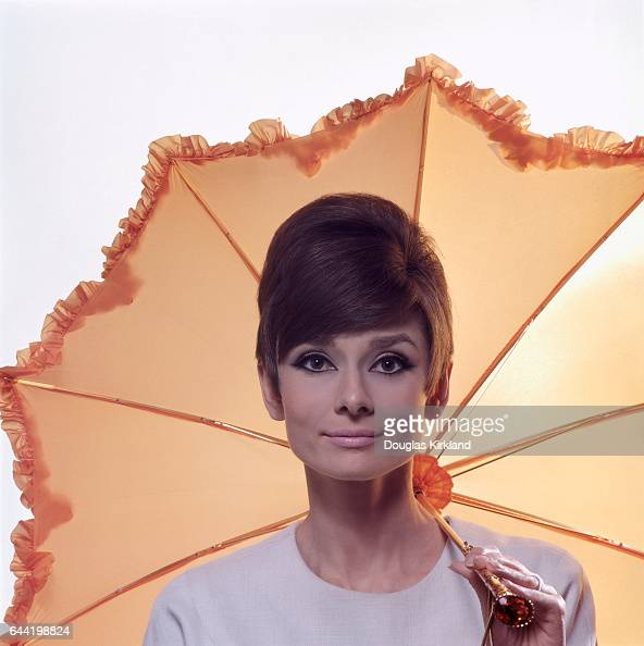 audrey hepburn fotos bilder von audrey hepburn getty. Black Bedroom Furniture Sets. Home Design Ideas