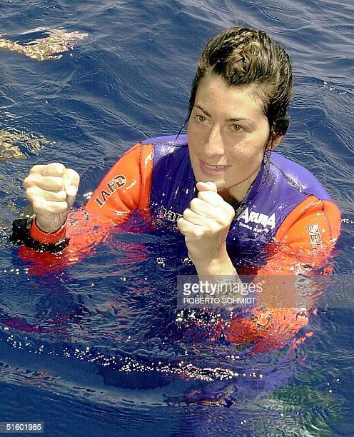 Audrey Mestre Ferreras raises her fists as she explains her dive off the coast of Ft. Lauderdale 19 May 2001 after successfully descending to a depth...