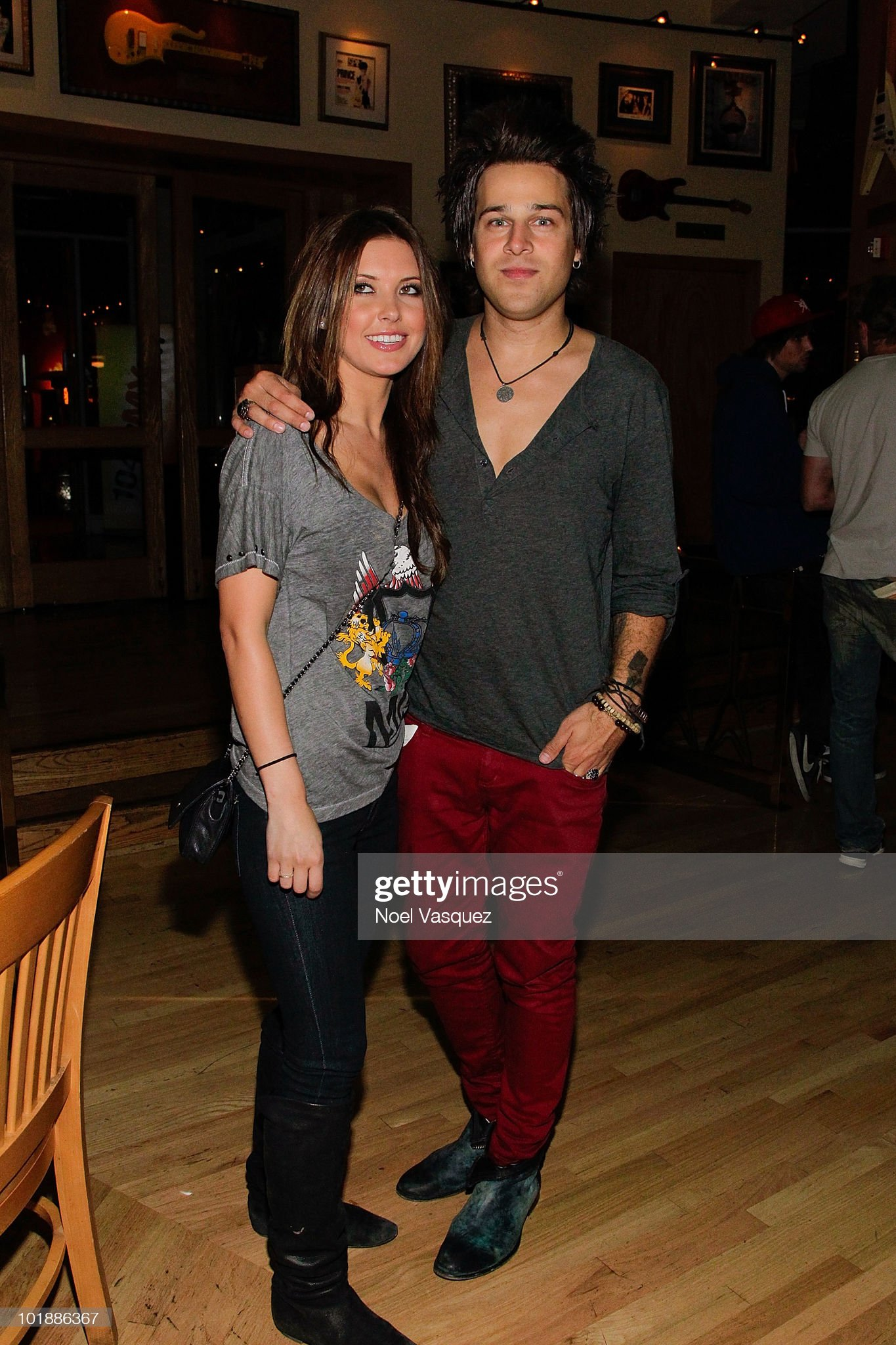 ¿Cuánto mide Ryan Cabrera? - Real height Audrina-patridge-and-ryan-cabrera-attend-the-hard-rock-cafe-and-on-picture-id101886367?s=2048x2048