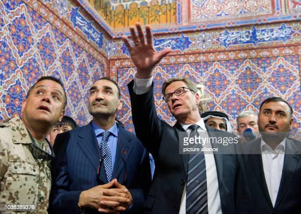 Außenminister Guido Westerwelle spricht am in der Blauen Moschee in MasariScharif mit General Atta Mohammed Noor Gouverneur der Provinz Balch Foto...