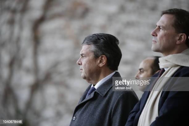 Außenminister Sigmar Gabriel Regierungssprecher Steffen Seibert Deutschland Berlin Begrüßung des Ministerpräsidenten der Republik Libyen Fayiz...