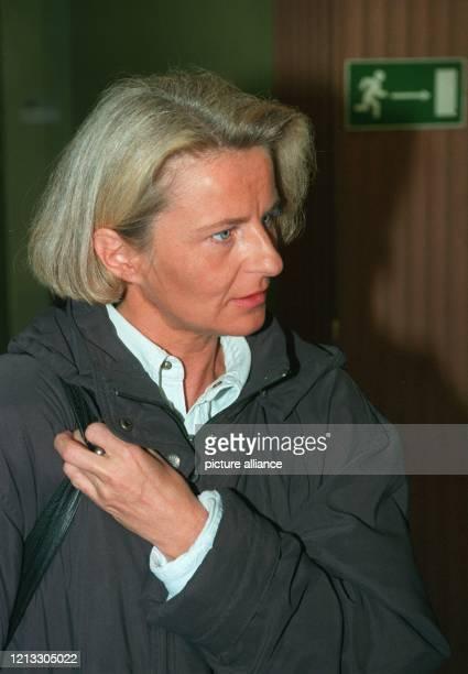 Auf dem Weg in die Freiheit Monika Böttcher am 1931997 in einer Prozeßpause auf dem Flur des Landgerichts in Gießen Dort wurde am 193 ihr ExGeliebter...