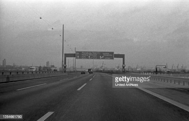 Auf dem Weg zum und durch den Elbtunnel in Hamburg, Deutschland 1970er Jahre.