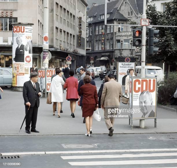 Auf den Kanzler kommt es an. Mit diesem Slogan und dem Porträt von Bundeskanzler Kurt Georg Kiesinger wirbt die CDU vor den Wahlen zum Deutschen...