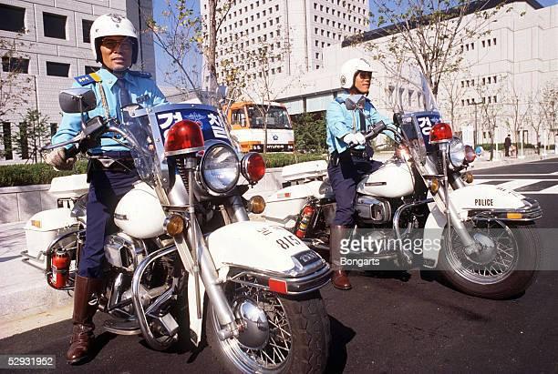 VORSCHAU auf die WM 2002 in KOREA und JAPAN Seoul SICHERHEIT MOTORRADPOLIZEI