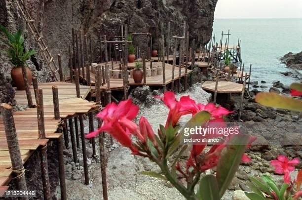 Auf diesem Richtplatz einem eigens errichteten Pfahlbau auf der Parlamentsinsel einem kleinen Nachbareiland von Simbang im Südosten Malaysias findet...