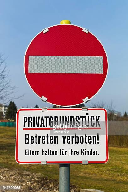Auf einem Privatgrundstück ist das betreten verboten Symbolfoto für Hausrecht