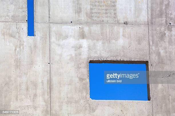 Auf einer Baustelle wurde eine neue Betonmauer errichtet