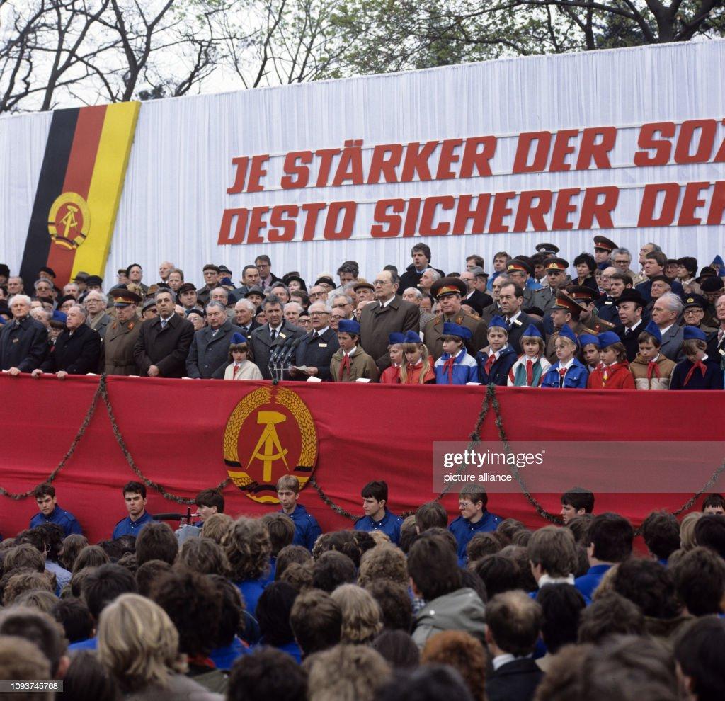 Jahrestag.Auf Einer Kundgebung Zum 40 Jahrestag Der Befreiung Des Zuchthauses