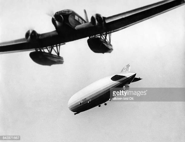 Aufnahme des Luftschiffs 'Graf Zeppelin' und seine Anschlussflugzeug über Pernambuco 1934 Foto Willy Ruge