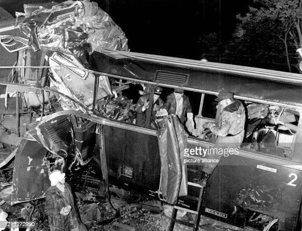 Bei dem bisher schwersten Bahnunglück der Nachkriegszeit in der Bundesrepublik sind 41 Schüler und fünf Erwachsene ums Leben gekommen 26 Menschen...