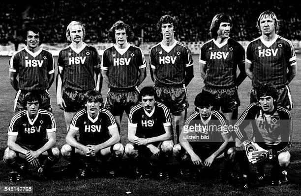 Aufstellung der Fußballmannschaft vom HSV Obere Reihe stehend Felix Magath Lars Bastrup Wolfgang Rolff Ditmar Jakobs Manfred Kaltz Horst Hrubesch...