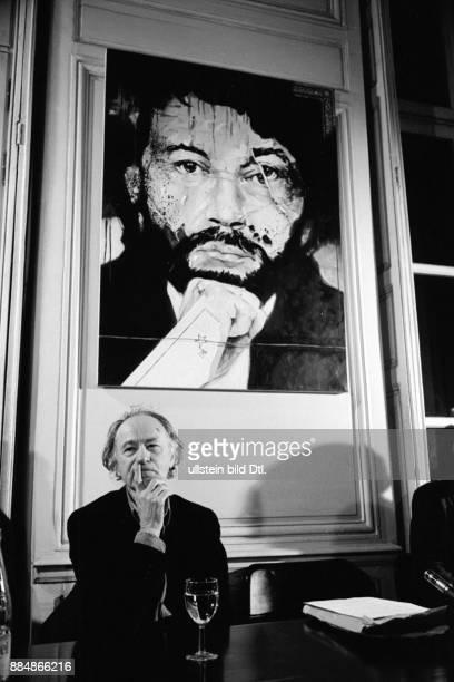 Auftritt des litauischen `Paten des amerikanischen Avant Garde Films' vor seinem Portrait