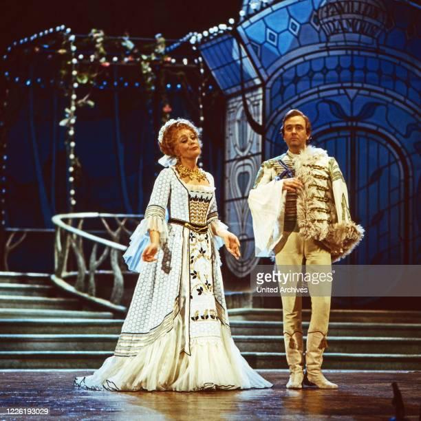 Aufzeichnung der Aufführung der Operette Die lustige Witwe von Franz Lehar in der Deutschen Oper Berlin Deutschland 1979 Mitwirkende Gwyneth Jones...