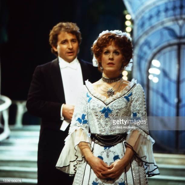 Aufzeichnung der Aufführung der Operette Die lustige Witwe von Franz Lehar in der Deutschen Oper Berlin Deutschland 1979 Mitwirkende Siegfried...