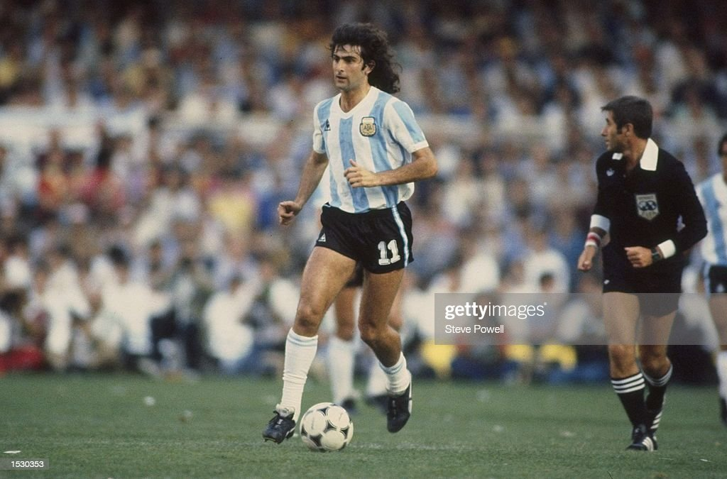 Mario Kempes of Argentina in action : News Photo