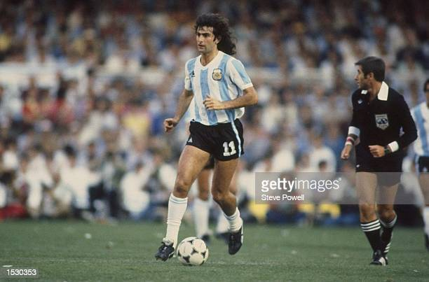 Mario Kempes of Argentina in action during the world cup match against Belgium in Buenos Aries Argentina Mandatory Credit Steve Powell/Allsport