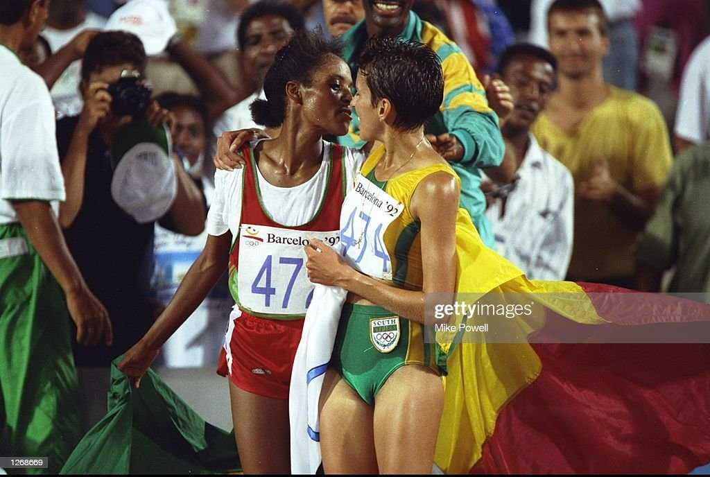 Derartu Tulu of Ethiopia is congratulated by Elana Meyer of South Africa : News Photo