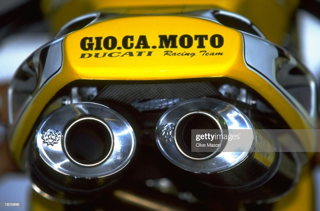 Characteristic exhausts of the all conquering Ducati 916 SP : News Photo