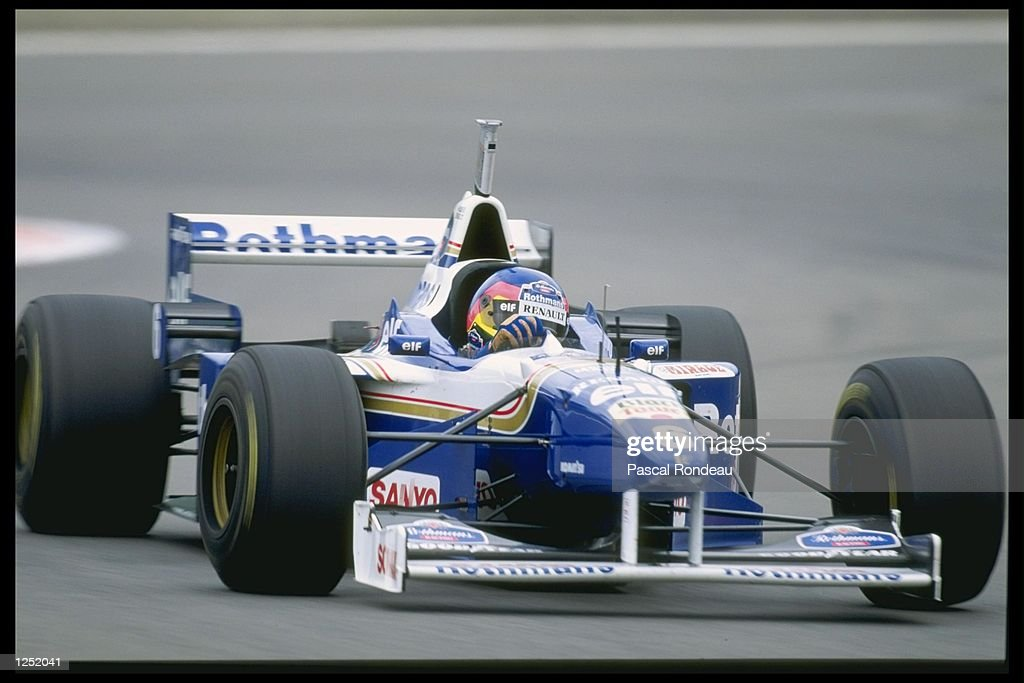 Jacque Villeneuve of Canada and the Williams Renault Team closes in on Damon Hill : News Photo