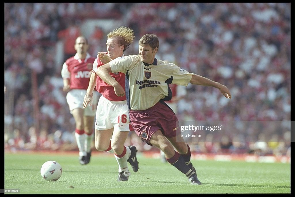 Marc Rieper of West Ham (right) holds off a challenge from John Hartson of Arsenal : News Photo