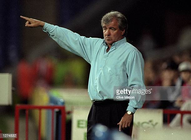 Crystal Palace manager Terry Venables points the way during the Worthington Cup first round second leg match against Torquay United at Selhurst Park...