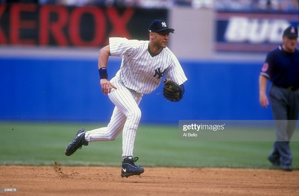 Images EmbarqueesLicence Derek Jeter 2 Of The New York Yankees Runs To Make A Play During